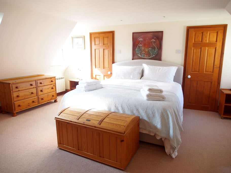 Lovely big rooms thoughout with beautiful fresh, white linen on Super-King Beds.