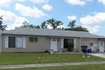 Steps away from Warm Mineral Springs - One bedroom - North Port - Casa