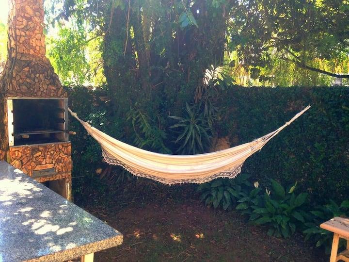 Quarto Arejado em Casa confortável com Jardim