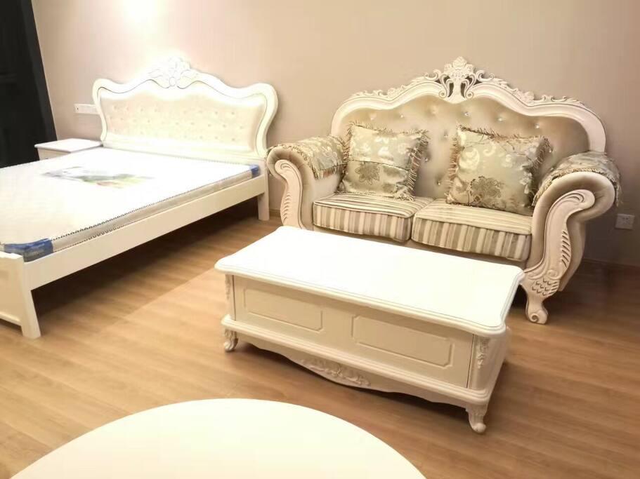 全新欧式家具 双人大床让你舒适度提升