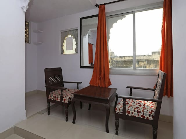 OYO - Best Offer! Conventional 1BR Home Near Gangaur Ghat