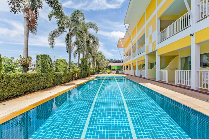 ⭐The Yellow Moon Resort 20BR Sleeps 40 near Beach