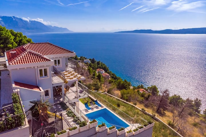 Villa S&A with heated private pool, 3 bedrooms, 3 bathrooms, playground