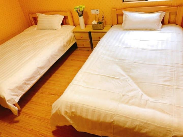 水映唐庄30号楼——清馨幽舍温馨双人床