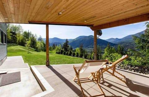 *NEW* Amazing vista! Modern 2 bd suite on mountain