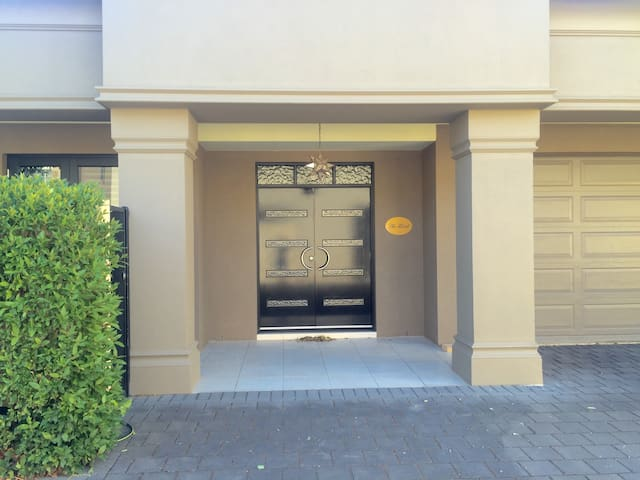 LARGE NORTH ADELAIDE VILLA near Adelaide Oval - North Adelaide