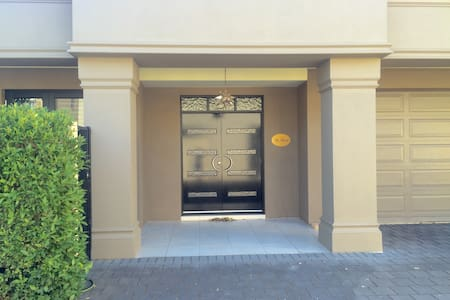 LARGE NORTH ADELAIDE VILLA near Adelaide Oval - North Adelaide - Huis