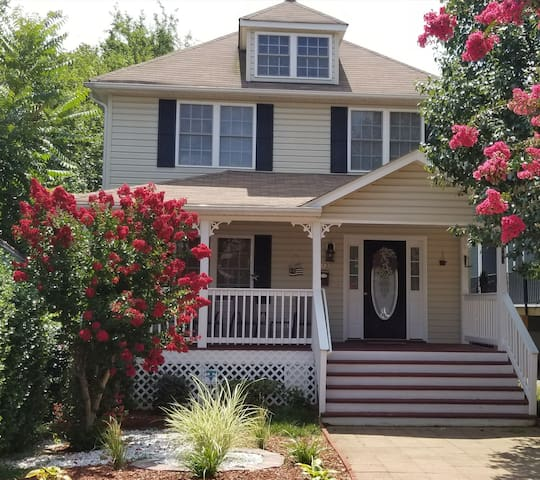 Best Location Church Hill Immaculate Home2 Bd/3bth