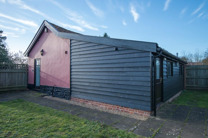 1 Bedroom Converted Piggery, Cob Cottage  Haughley