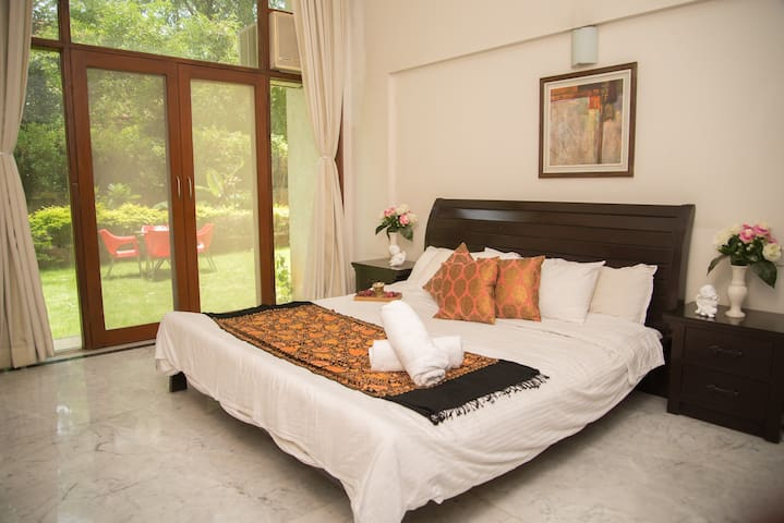 Amazing Room with PRIVATE Garden in Koregaon Park - Pune