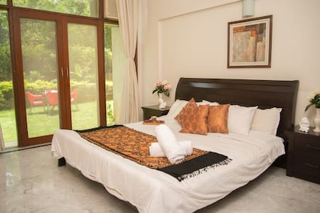 Amazing Room with PRIVATE Garden in Koregaon Park - Pune - Pis