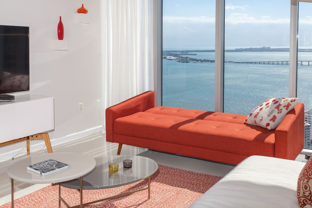 The red sofa can be converted into a sofa bed or a chaise longe to take a nap, to look at the ocean...etc.