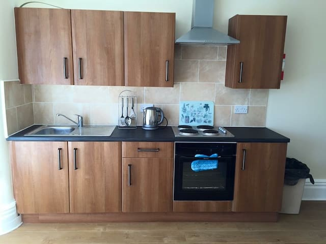 First floor, 3 bed apartment for 6 - Blackpool - Apartmen