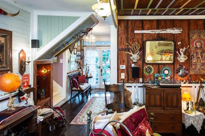 Diamond Oaks Treehouse Skylight Suite