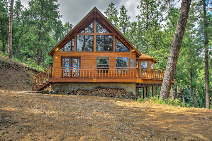 NEW! 'Fox Den' 2BR Prescott Cabin w/ Forest Views!