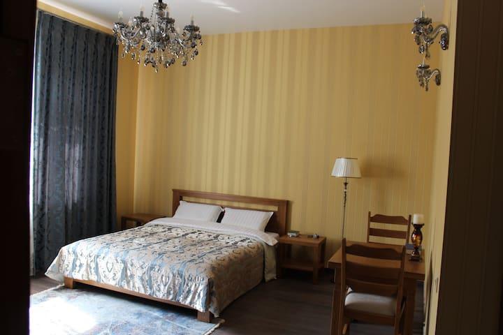 Номер Lux 30 м2 в гостевом доме Barin House. - Sumy - Bed & Breakfast