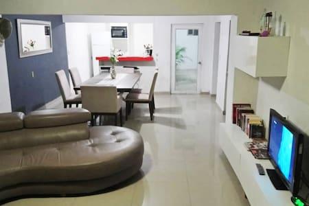 Habitación con Cama Matrimonial en Casa Otinapa
