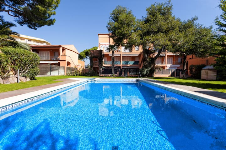 Ideal para niños jardín privado y 2 piscinas - s´agaró - Appartement
