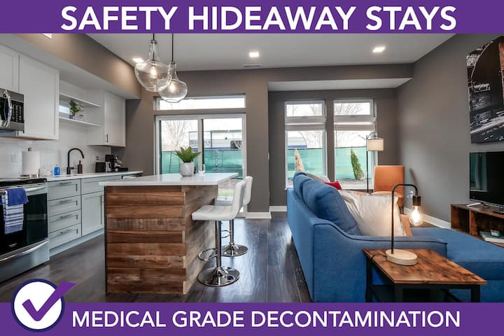 Safety Hideaway - Medical Grade Clean Condo Minutes from Downtown D1