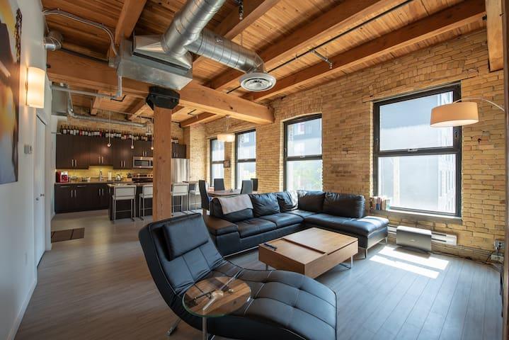 Luxury 2 bedroom loft  PARKING INCLUDED!