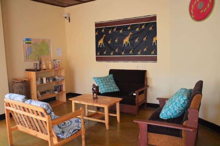 KU Guesthouse - Room 3 Happiness - Huye Butare