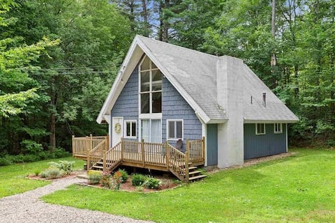 Cozy Clean Chalet - Heart of NH Lakes Region