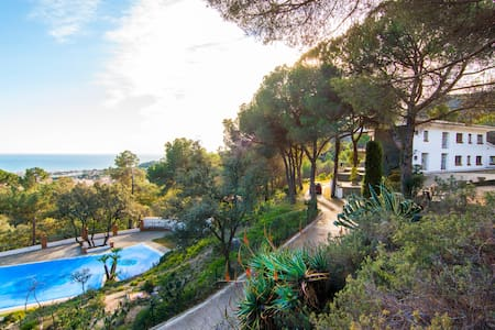 Exclusive villa with pool, sea view - Premià de Dalt