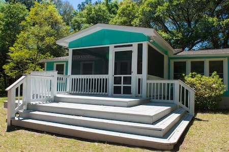 Renovated & Clean -close to Beach, Dining,Shopping