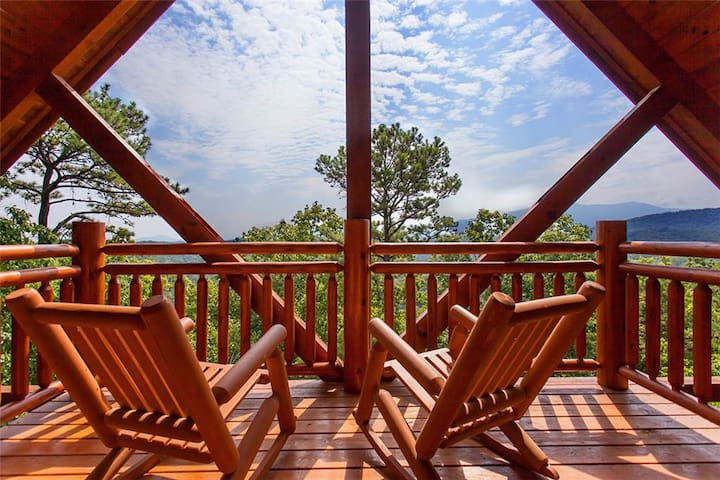 Luxury cabin with wooded and Smoky Mountain views! - Pigeon Forge - Blockhütte