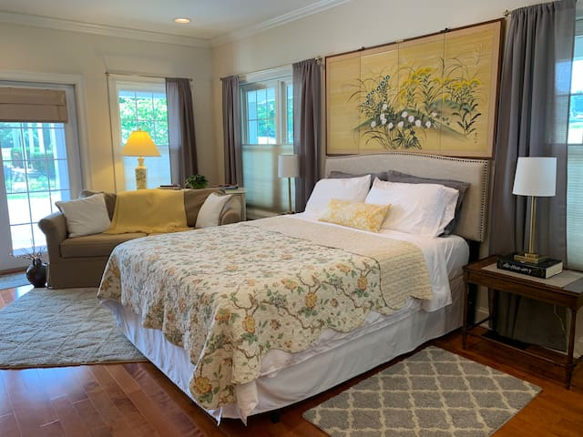 East on West ~ in-town guest suite