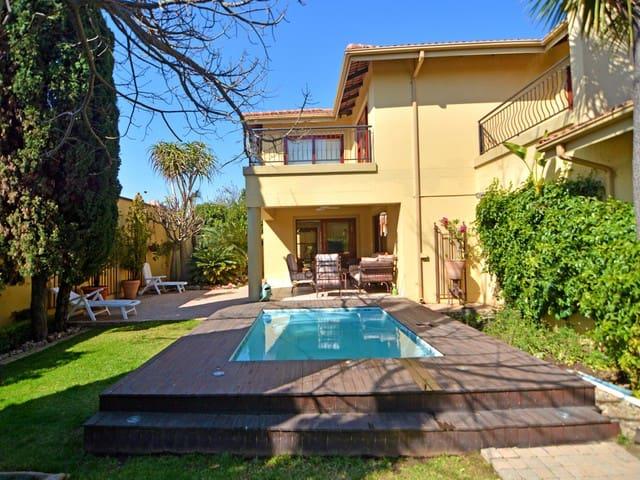 Luxury Home-upmarket retreat for work or leisure