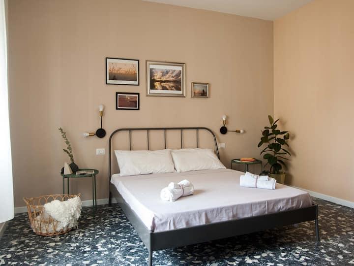Room 1 matrimoniale bagno privato clima balcone