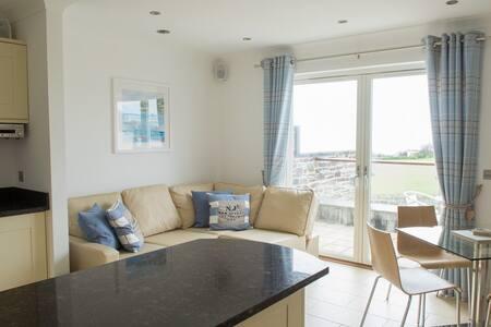 The Treyarnon Suite, Coastal apartment w. balcony - Cornwall - Daire