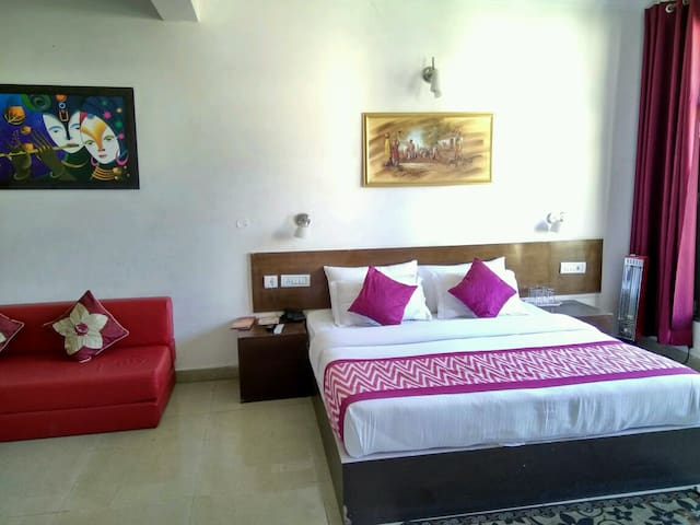 Room with balcony - Dharampur 4 km - Hotel boutique