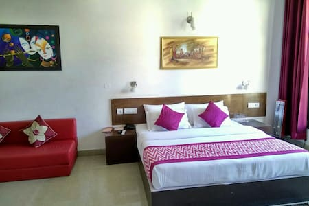 Suite With Balcony| Gym | Spa | Breakfast| - Dharampur 4 km - Hotel butik