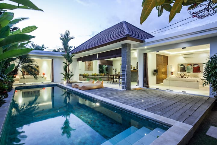 Fully Staffed & Private Luxury Villa in Seminyak