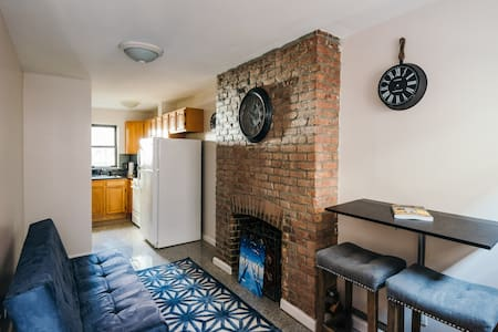 Fantastic location!Apartment in the downtown Manhattan, which is very spacious for the city's center standards.Come enjoy a relaxing stay in this APT.