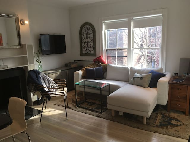 Modern studio available in the heart of Back Bay