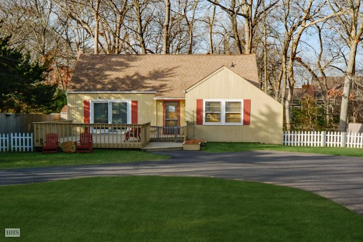 Lovely Ranch Style Home in the Village - Westhampton Beach - Rumah