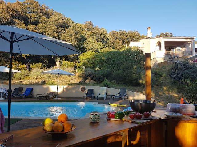 Piscine chauffée et Pool-bar (8h/22h)