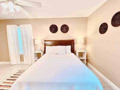 🛁 Spacious Master Bedroom - Near I-10