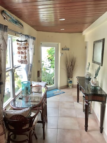 Paradise Island Top 2BR 2BA & Private Pool