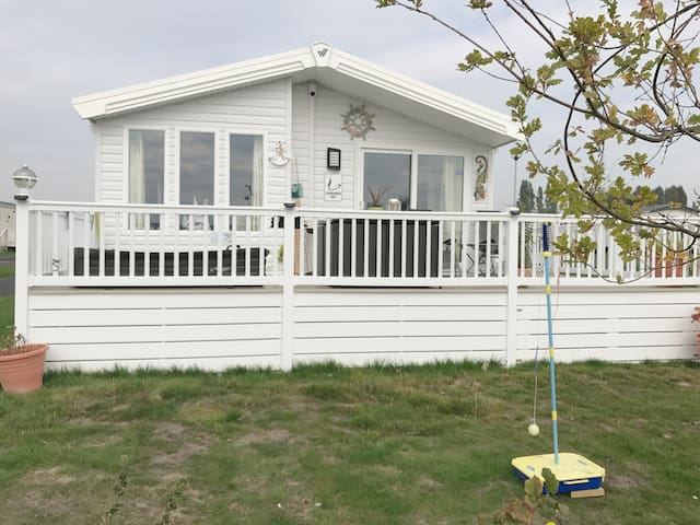 Holiday lodge cabin with beautiful sea views
