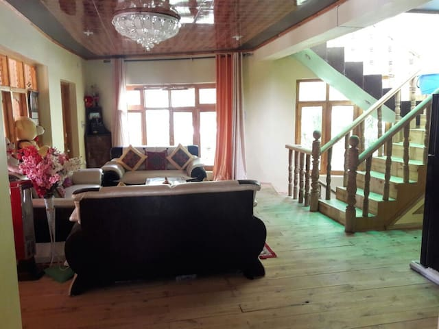 Kunzes Homestay- Room With a View