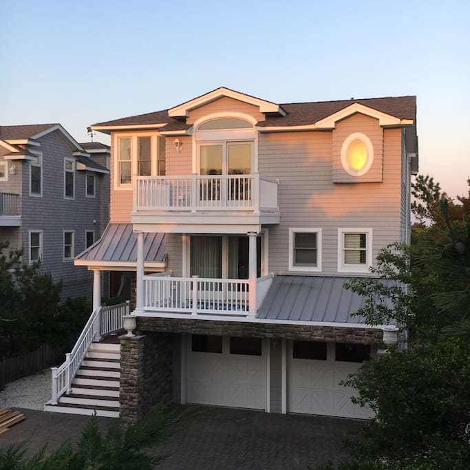 Find Rent Houses: Luxury Oceanfront Beach House
