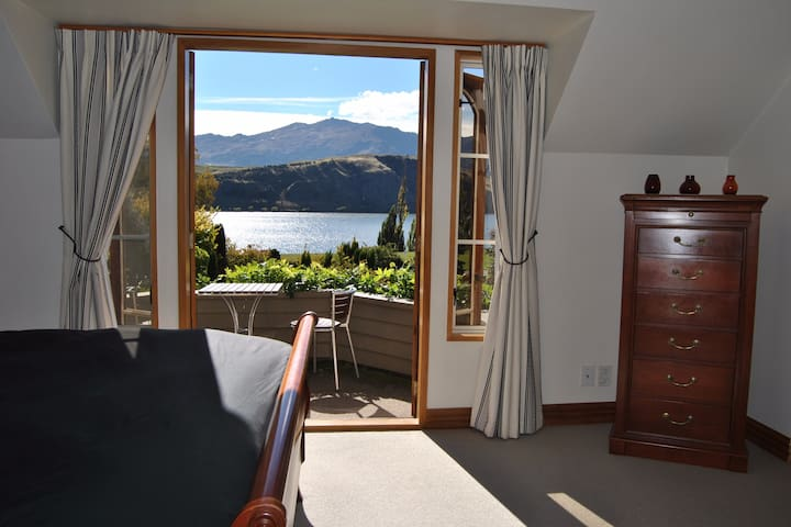 Lake Hayes Views at the Turret - The Turret Suite
