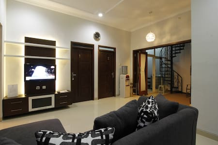 Naura Guest House - Mlati - House