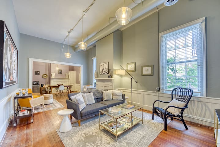 Newly Renovated, Stunning Historic Apartment