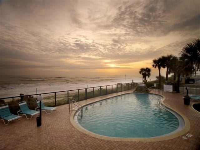 One Bedroom Luxury Condo, Ormond Beach (A606)