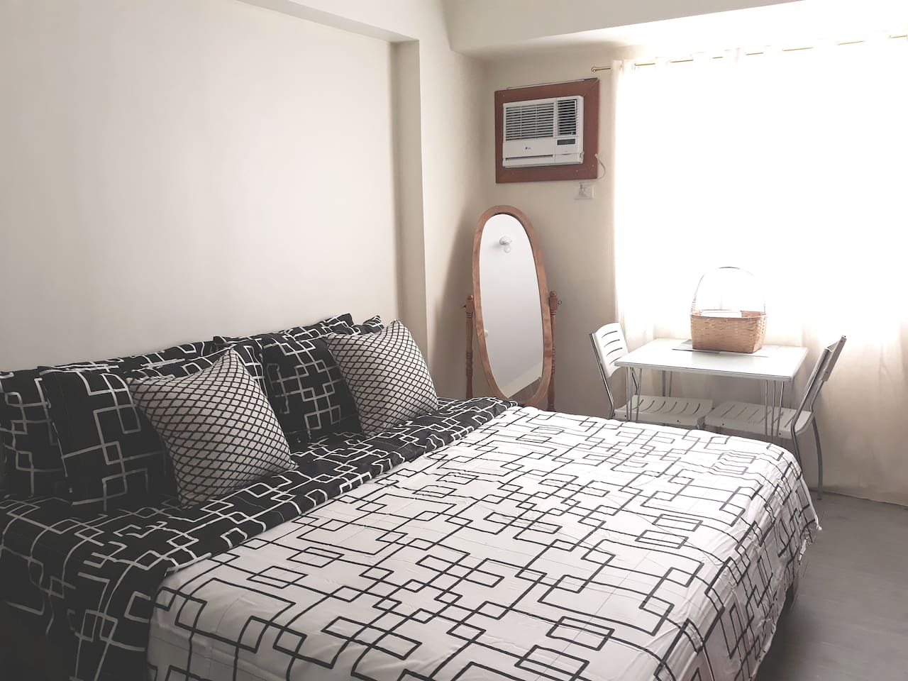 Black & White look for king size bed, 4 pillows, 2 shams, bed cover and comforter  ( Secondary set of sheets are provided for 30 day booking )